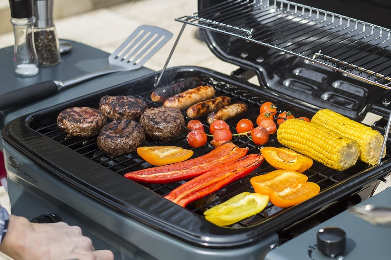 Rapid Assembly 2 Burner Plus_lifestyle_grill_food